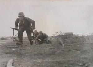 Die Spitze des I.R. 411 im Angriff auf Dubzy (16.08.1941)